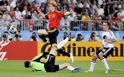 Torres, áo đỏ