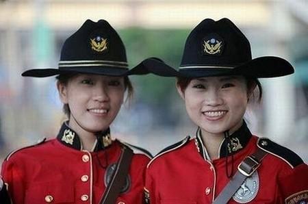 Các nữ cảnh sát Đài Loan duyên dáng.