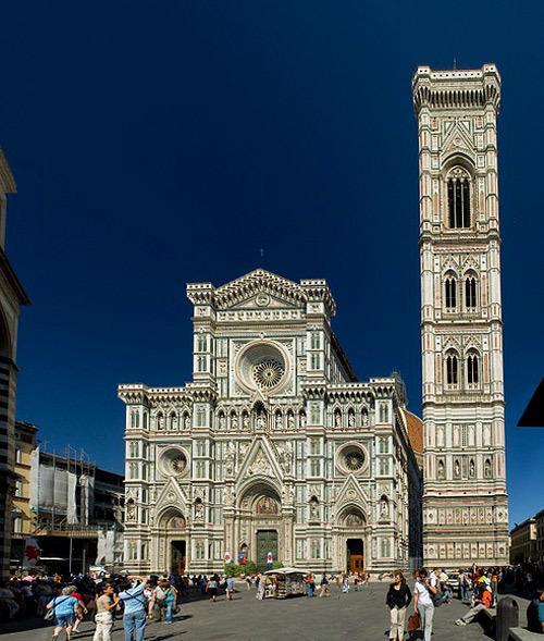 Toàn cảnh nhà thờ Santa Maria del Fiore nhìn từ phía trước.