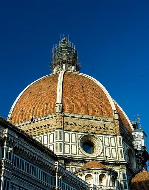 Với đường kình 45m, mái vòm của nhà thờ là mái vòm lớn nhất trên thế giới.