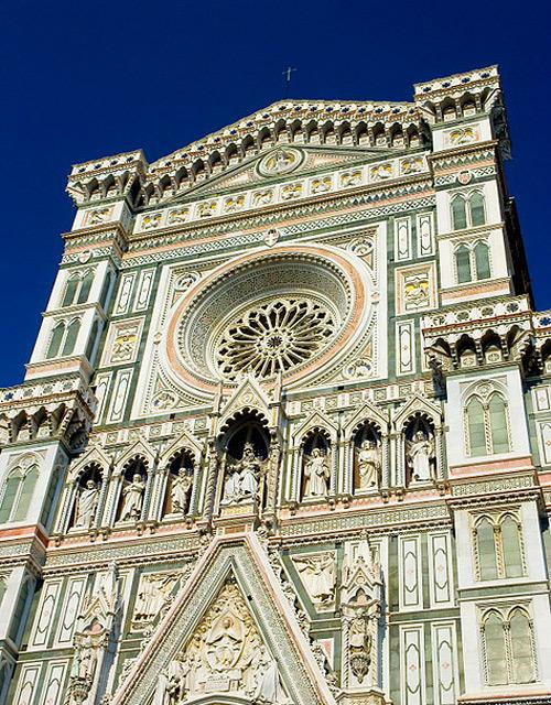 Kiến trúc của Santa Maria del Fiore mang phong cách Gothic đặc trưng của Italy vào khoảng thế kỷ 13 tới thế kỷ 15.