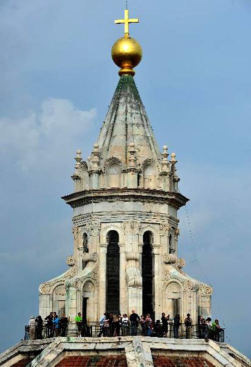 Từ trên đỉnh tháp của nhà thờ, người dân có thể ngắm toàn bộ vùng Florence.