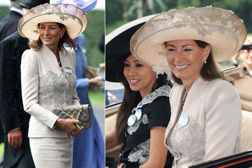Bà Carole 56 tuổi mặc bộ đồ màu nhã nhặn và không thiếu chiếc mũ, điểm nổi bật của lễ hội Royal Ascot.