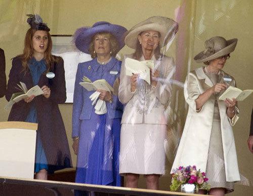 Royal Ascot là lễ hội đua ngựa được nữ hoàng Anh sáng lập vào năm 1711. Theo quy định chung của lễ hội, tất cả phụ nữ đến tham dự không được để đầu trần mà phải đội mũ.