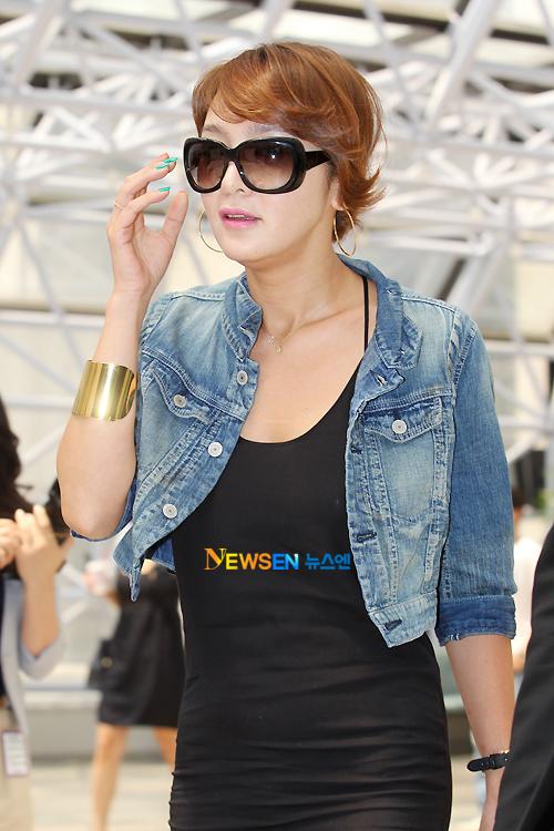 Gương mặt đẹp mịn màng, vòng bụng gọn gàng của Á hậu Hàn