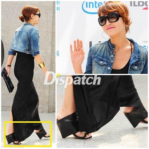 Đôi sandal bằng da khá ấn tượng mà Lee Seung Yeon đi gây chú ý cho phóng viên tờ Dispatch.
