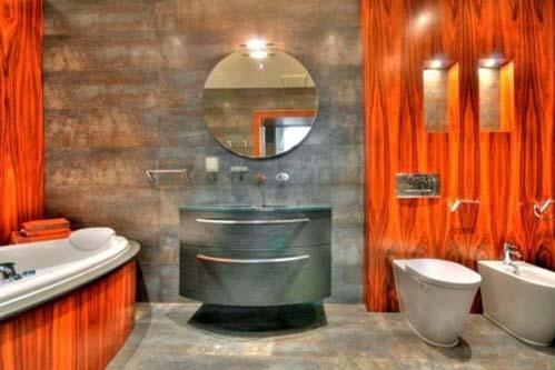 Nhà tắm sử dụng màu cam rực rỡ.