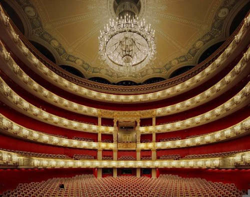 opera-house-gold-black-red-665x523-11463