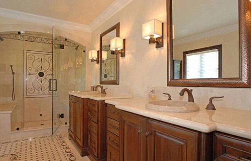 Phòng tắm rộng rãi.