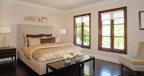 Phòng ngủ giản dị mà sang trọng.