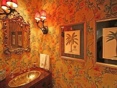 Phòng tắm lung linh.