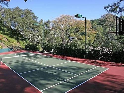 Taylyor rất yêu thích sân tennis.