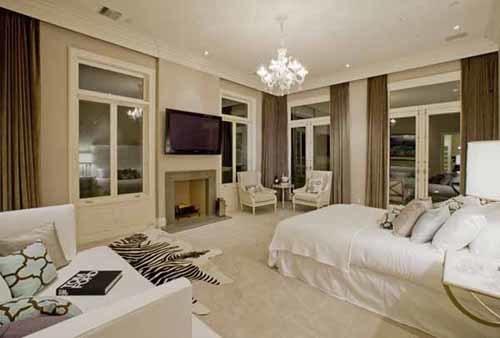 Phòng ngủ màu trắng.