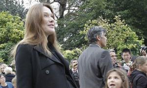Phu nhân Tổng thống Pháp khệ nệ bụng bầu