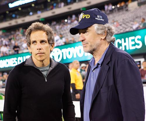 Diễn viên Ben Stiller và Robert DeNiro cùng nhau đi xem trận đấu giữa đội Dallas Cowboys và New York Jets tại East Rutherford, New Jersey hôm 11/9.