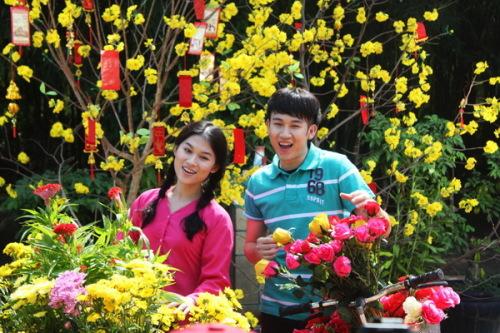Những cảnh quay trong clip được thực hiện kỹ lưỡng, mang đậm không khí vui tươi, trẻ trung và ấm áp của mùa xuân.