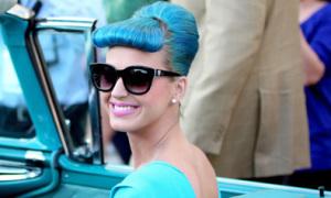 Katy Perry chơi trội với trang phục xanh lét