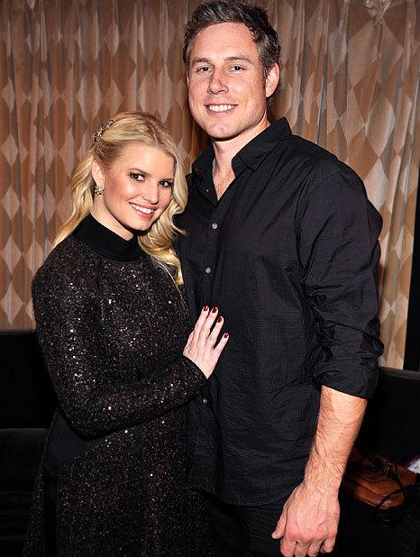 Jessica Simpson đang mong chờ sinh con đầu lòng với chồng sắp cưới, Eric Johnson.