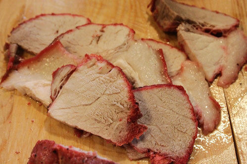Thịt xá xíu thái miếng.