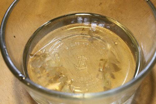 Đun nước đường phèn.
