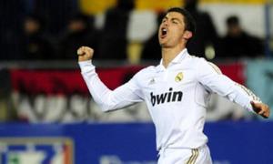 C. Ronaldo lập hattrick siêu phẩm