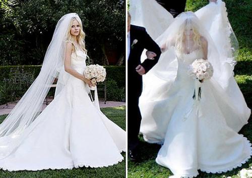 Alvril Lavigne khi cưới Deryck Whibley đã chọn chiếc váy quây cổ tim, đuôi váy rất dài được viền ren và đính cườm.