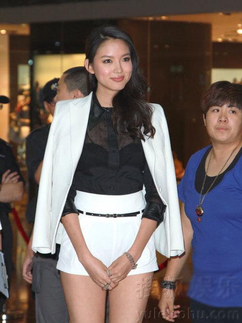 Tối 21/5, Trương Tử Lâm được mời tham dự buổi giới thiệu sản phẩm của một hãng thời trang ở Hong Kong.