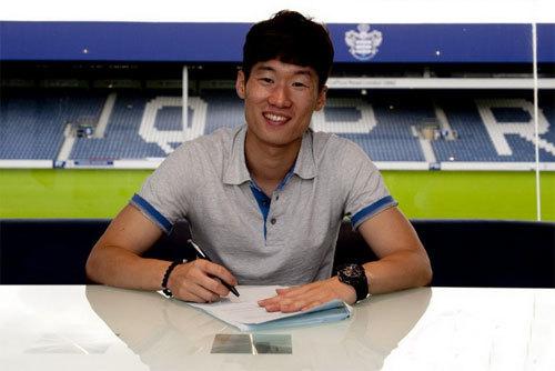 Park Ji Sung ký vào bản hợp đồng 2 năm với QPR.