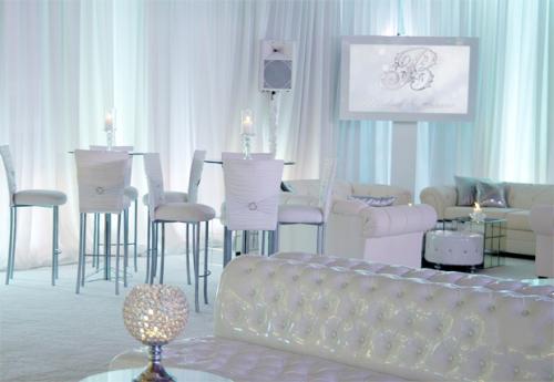 Tất cả các thiết kế trắng mang đến vẻ đẹp sang trọng nhưng không kém phần lộng lẫy.
