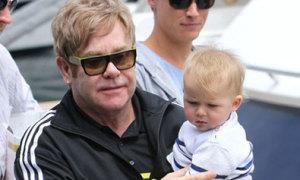 Elton John: 'Con trai tôi sẽ đau lòng khi không có mẹ'