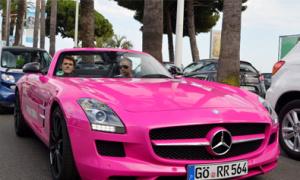 Xe sang mui trần độ màu hồng bóng bẩy