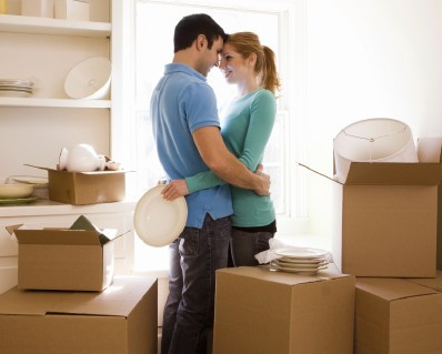 happy-couple-moving-490743-1368302009_50