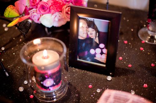 Những hình ảnh ngộ nghĩnh, lãng mạn của hai người góp phần tô điểm thêm cho không khí hạnh phúc của tiệc.