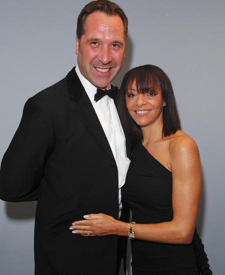 Cựu sao 49 tuổi bên vợ cũ Debbie.
