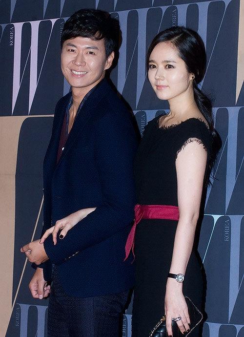 Dự tiệc còn có vợ chồng Han Ga In - Yoon Jung Hoon.