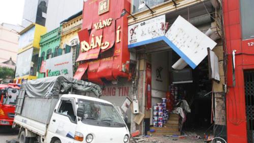 Tiệm vàng nơi Thanh đánh bom làm bị thương hơn 10 người.