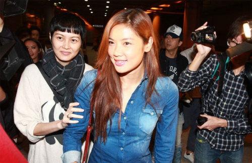 Cơ Nhi trở về Hong Kong ngày 2/11.