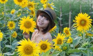 Mùa thu có nắng, gió, hoa và em