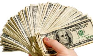 Trèo qua ban công, trộm 9.000 USD