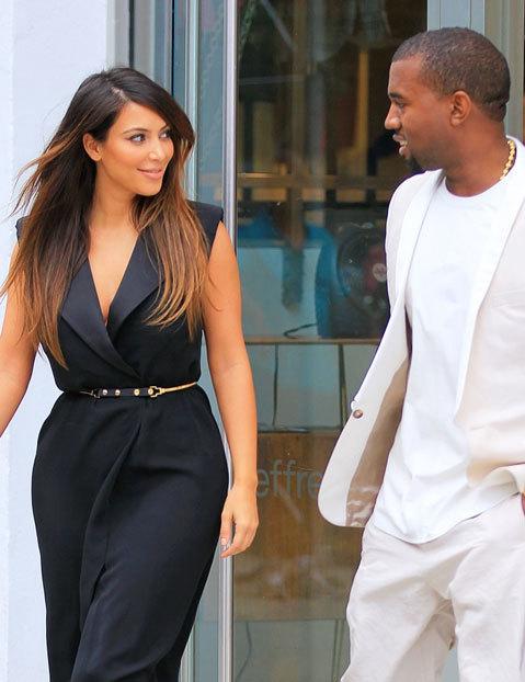Kim và Kanye mắt nhìn nhau đắm đuối khi đi dạo ở New York, ngày 2/9.