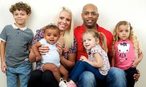 Sinh 4 con với 3 màu da khác nhau