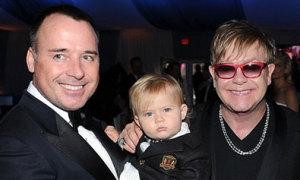 Elton John có con trai thứ hai nhờ đẻ thuê