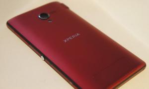 Sony Xperia ZL màu đỏ hấp dẫn