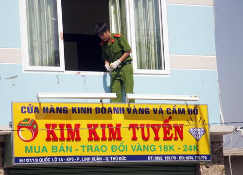 Vị trí tên cướp đột nhập vào thoát ra ở tiệm vàng Kim Kim Tuyến. Ảnh: Châu Thành