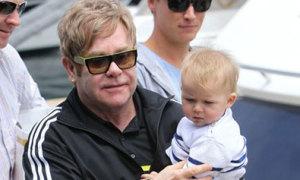 Tiết lộ phí 'đẻ thuê' cho Elton John