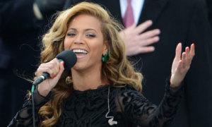Đồng nghiệp bênh vực Beyonce việc hát nhép quốc ca
