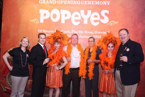 Đại diện của Popeyes toàn cầu, ông Ron Whitt cũng cất công từ Louisiana nước Mỹ xa xôi đến chung vui tại lễ hội.