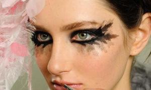 Xu hướng make up với lông mi 'quá khổ'