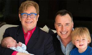 Elton John tiết lộ ảnh con trai thứ hai