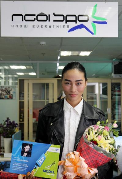 Huyền Trang xuất hiện với vẻ ngoài rất cá tính.